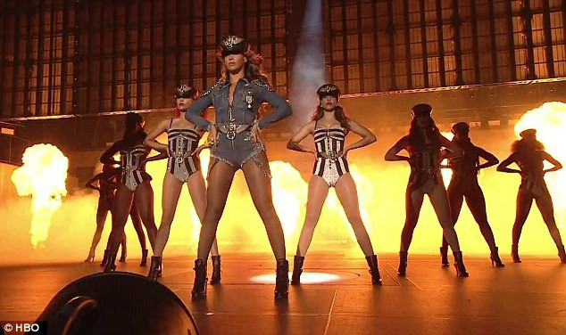 Beyoncé dans le trailer de pré-diffusion du concert On the Run Tour.