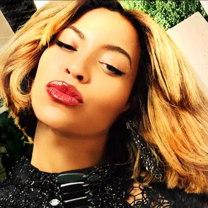 Photos : Beyoncé : femme fatale, mais encore retouchée ?