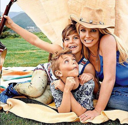 """Britney Spears : """"Si fière d'être la maman de ces deux superbes garçons""""!"""