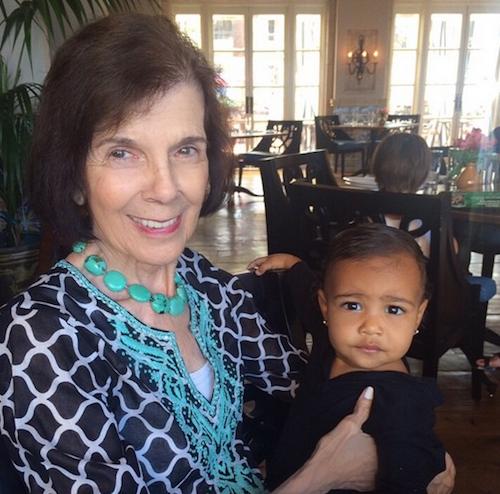"""Kim Kardashian: """"Je suis tellement heureuse que ma fille connaisse ma grand-mère"""""""
