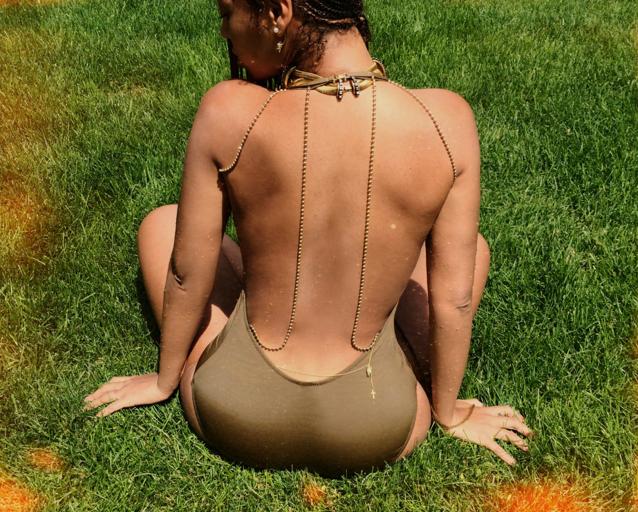 Photos : Beyoncé : sexy en maillot de bain et tétons apparents, la Queen affole la toile !