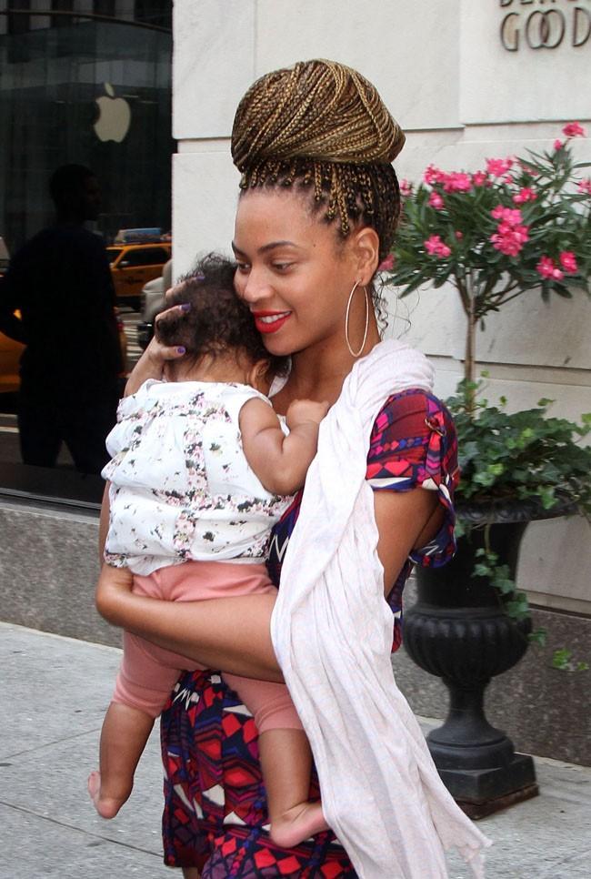 Beyoncé et Blue Ivy le 18 juillet 2012 à New York