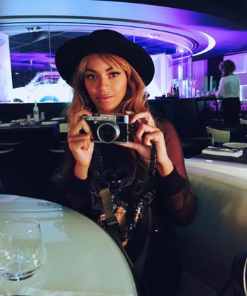 Photos : Beyoncé : super complice avec Jay-Z, la future parisienne se dévoile sans make-up !