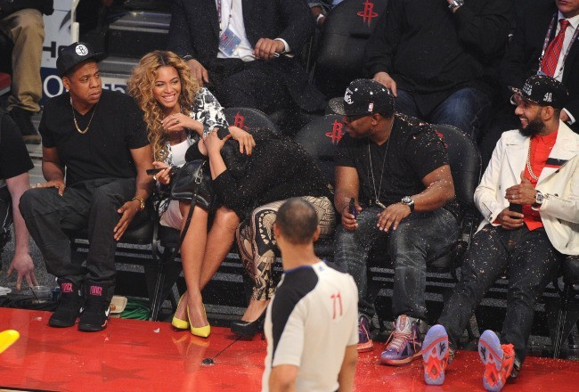 Beyoncé, Jay-Z et Swizz Beatz lors du NBA All-Star Game au Texas, le 17 février 2013.