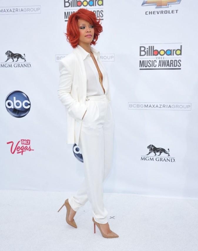 En costume blanc, masculin-féminin !