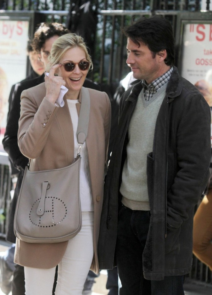 Kelly Rutherford et Matthew Settle sur le plateau de tournage de la série Gossip Girl à New York, le 25 octobre 2011.