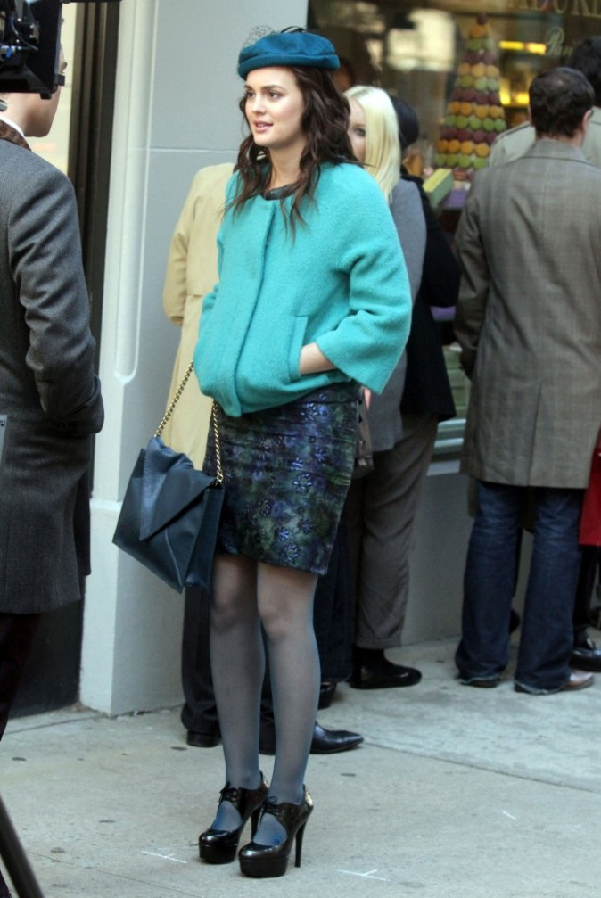 Leighton Meester sur le plateau de tournage de la série Gossip Girl à New York, le 25 octobre 2011.