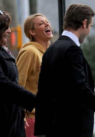 ... jusqu'à ce que Blake soit prise d'un gros fou rire !