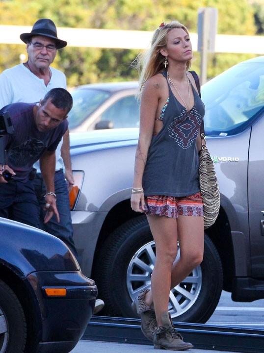 Blake, en route vers la gloire sur un tournage de film...