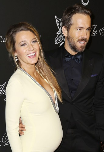 Blake Lively et Ryan Reynolds : premier tapis rouge en couple pour des futurs parents rayonnants !
