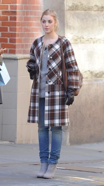 Ella Rae Peck sur le plateau de tournage de Gossip Girl, le 1er février 2012.