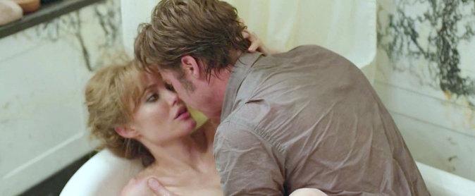 Photos : Brad Pitt - Angelina Jolie : leur scène de sexe torride dans Vue sur mer