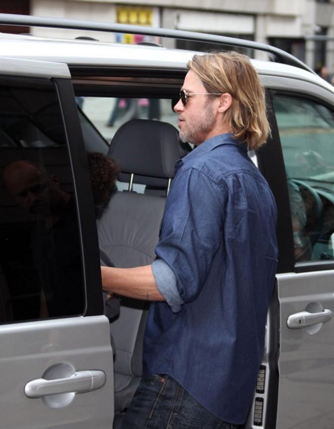 Brad, c'est le père de famille, il rentre en dernier dans la voiture !