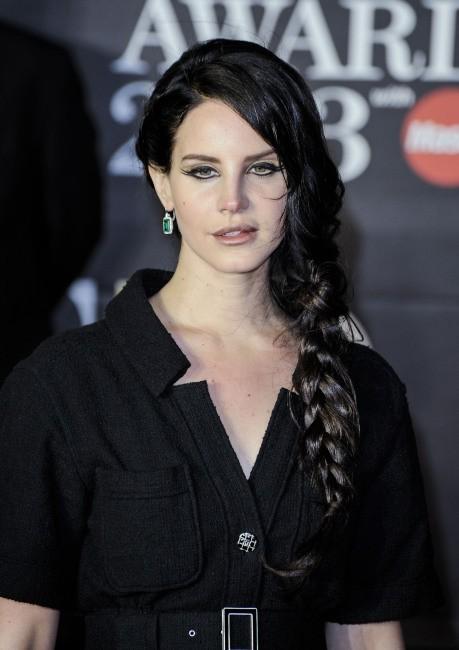 Lana Del Rey sur le tapis rouge des Brit Awards le 20 février 2013 à Londres