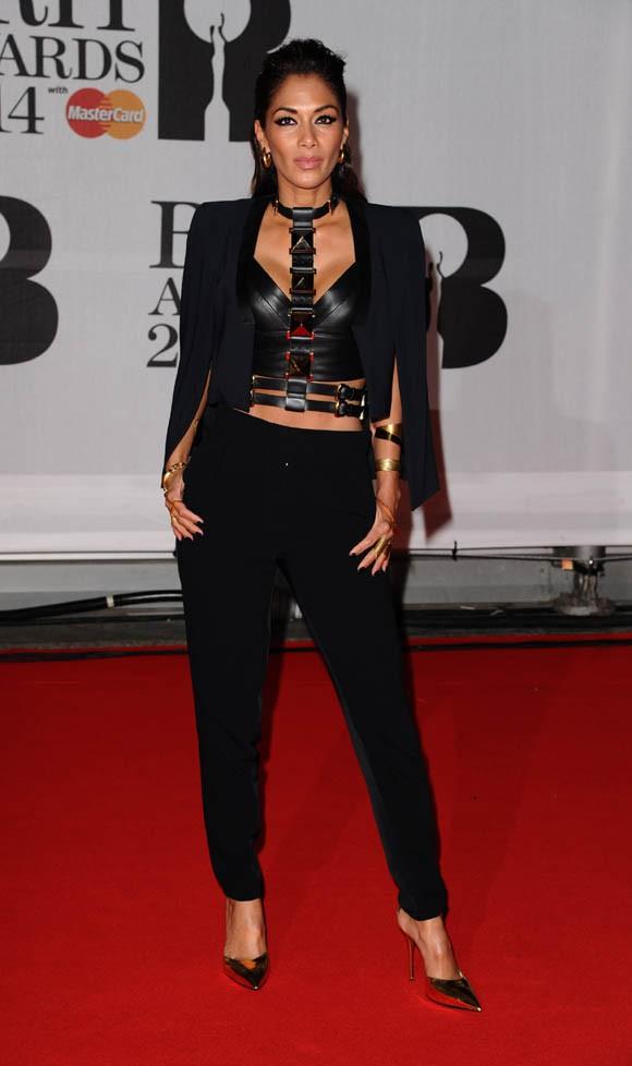 Nicole Scherzinger sur le tapis rouge des Brit Awards dressé à L'Arena O2 de Londres le 19 février 2014