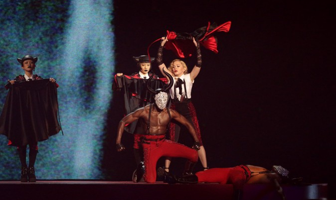 Photos : Brit Awards 2015 : Madonna chute violemment !