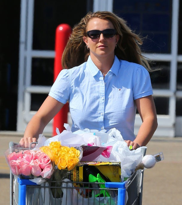 Britney Spears à la sortie d'un supermarché à Kentwood, en Louisiane, le 30 mars 2013
