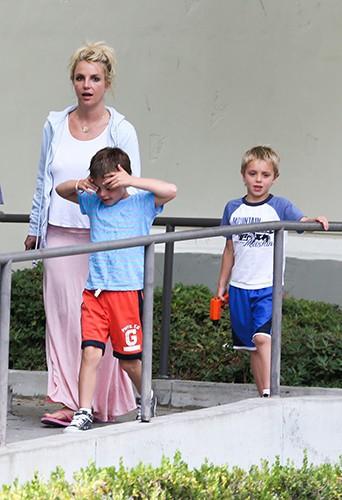 Britney Spears et ses fils à Thousand Oaks le 20 juillet 2013