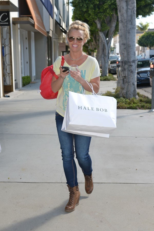 Britney Spears en séance shopping à Los Angeles le 10 octobre 2012