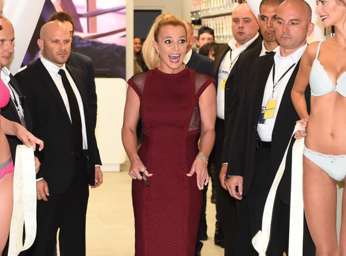Photos : Britney Spears : festival de grimaces pour l'inauguration de sa marque de lingerie en Pologne !