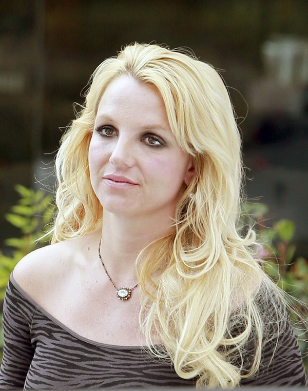 Britney Spears à la sortie d'un salon de beauté de Westlake, Californie, le 10 février 2013