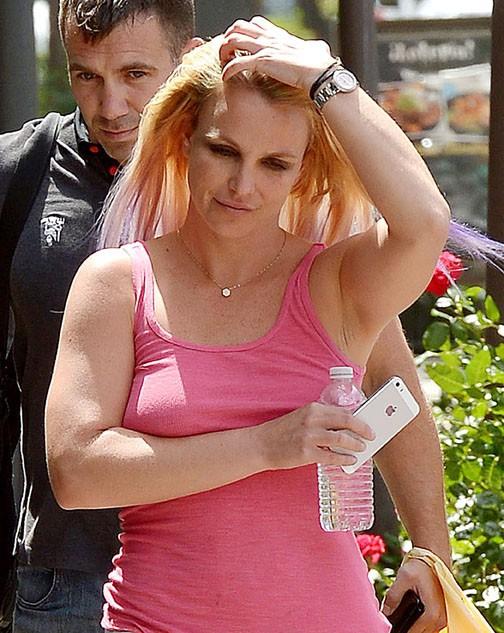 Britney Spears à Calabasas le 22 juillet 2015
