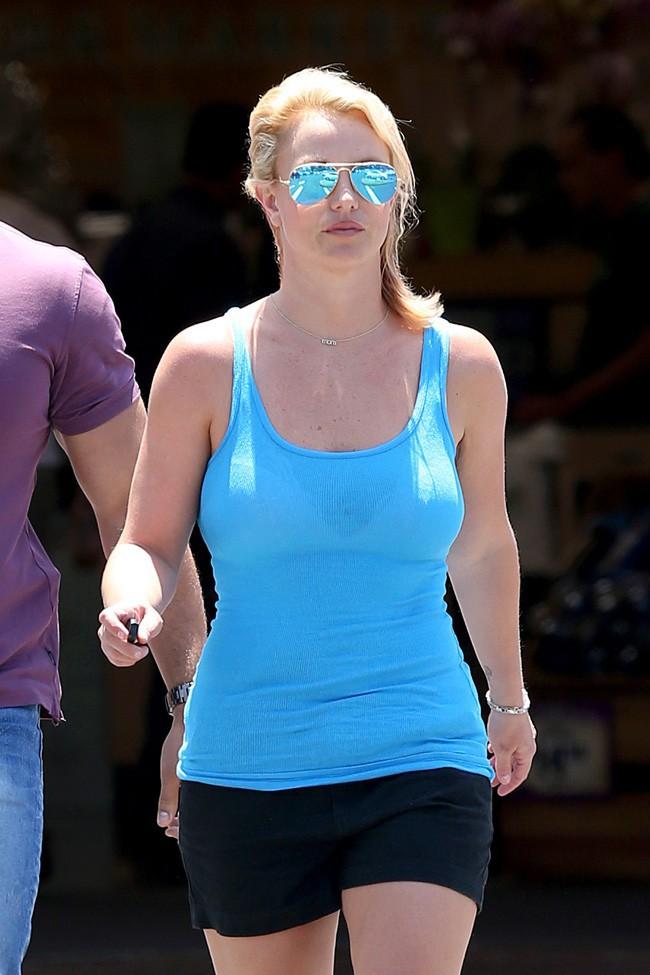 Britney Spears à Calabasas le 25 juin 2014