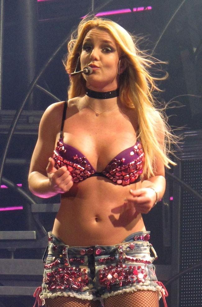 En 2011, son retour pour le Femme Fatale Tour