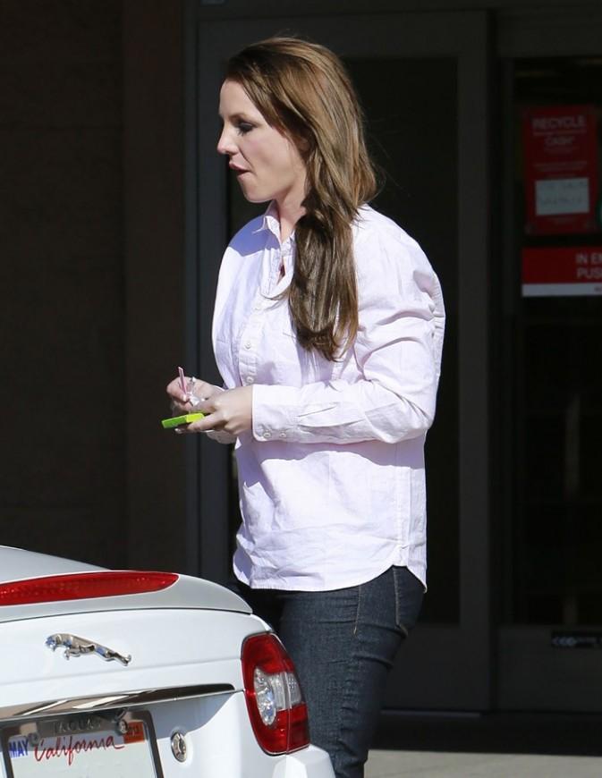 Britney Spears sous escorte à Woodland Hills le 26 février 2013