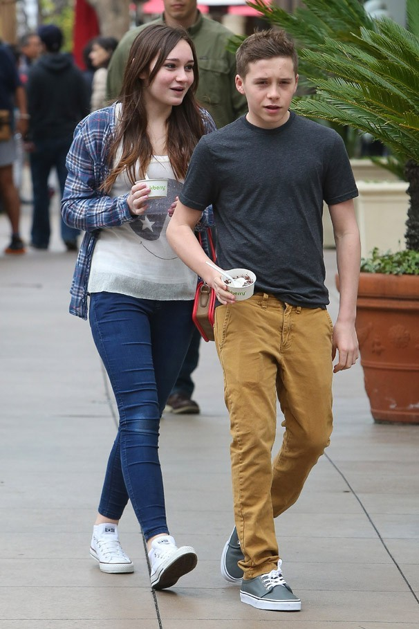 Brooklyn Beckham avec sa cousine Liberty à Los Angeles le 31 mars 2013