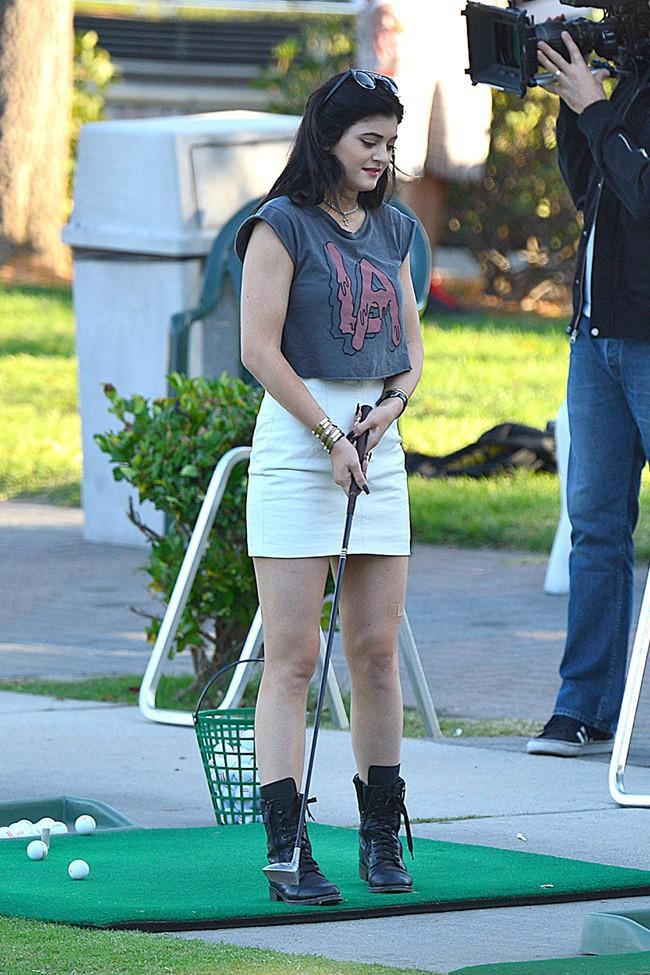 Bruce Jenner avec ses filles Kendall et Kylie à Westlake le 8 octobre 2013