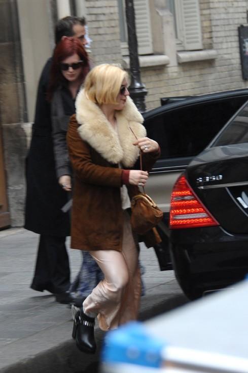 Ses deux filles se régalent à Paris