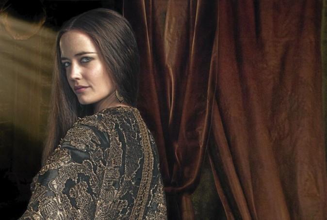 Dans la série, Eva Green aparaît sous les traits d'une véritable peste.