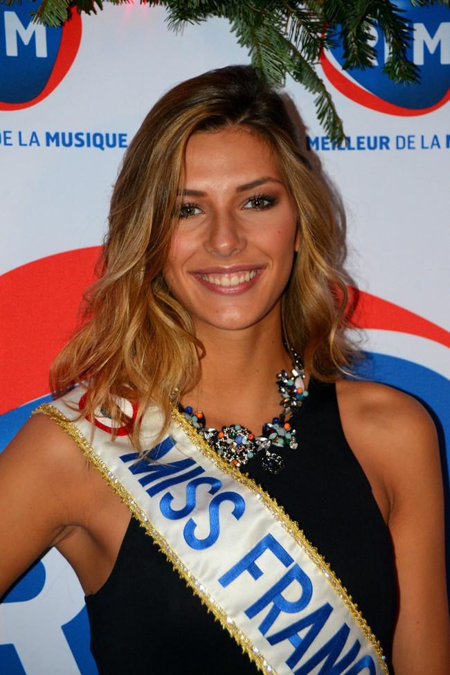 Camille Cerf (Miss France 2015) à la matinale spéciale Noël de RFM le 19 décembre 2014