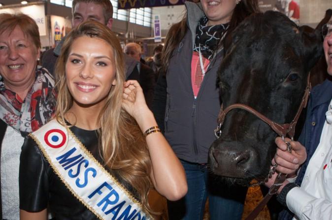 Photos : Camille Cerf : vachement canon la Miss !