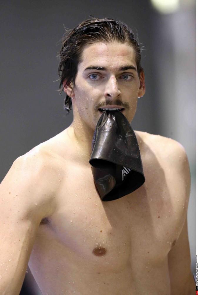 Camille Lacourt : le champion laisse pousser sa moustache pour la bonne cause !