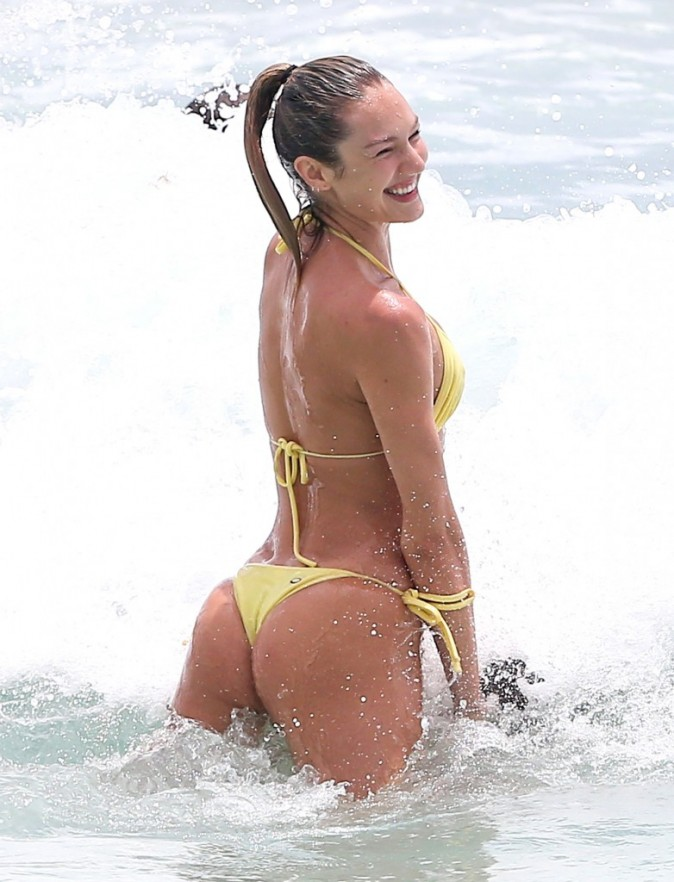 Candice Swanepoel en vacances à Miami, le 27 mai 2013.