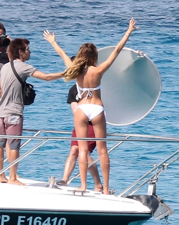 Candice Swanepoel en shooting pour Victoria's Secret à Saint Barth' le 30 janvier 2013