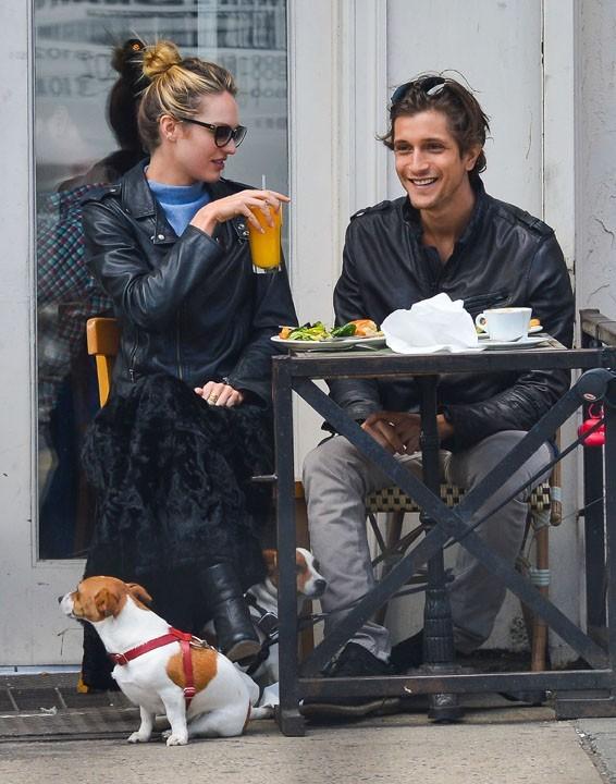 Candice Swanepoel avec son boyfriend Hermann Nicoli à New-York le 16 avril 2013