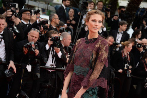 Karlie Kloss en Valentino pour la première montée des marches du 67ème festival de Cannes