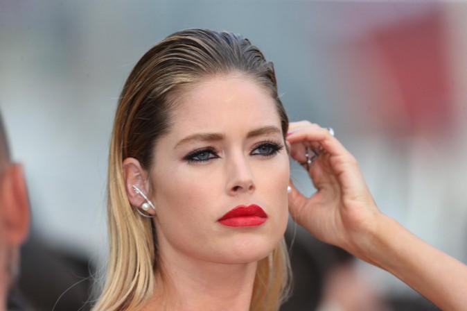 Photos : Cannes 2015 : Doutzen Kroes et Isabeli Fontana : égéries L'Oréal et femmes fatales sur le tapis rouge !