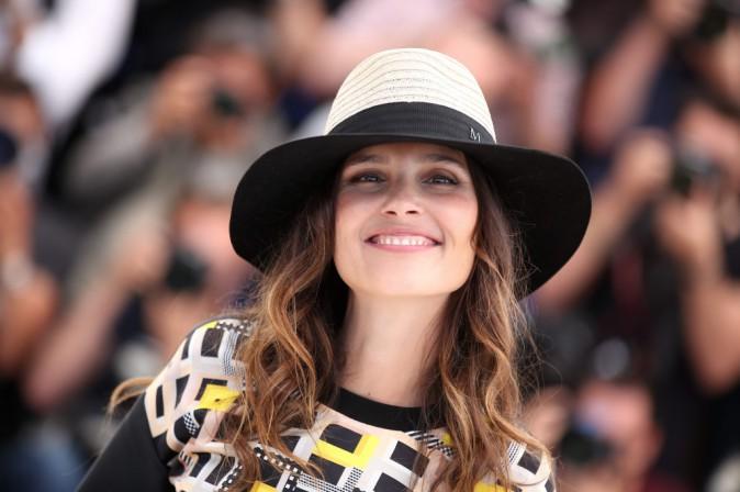 """Photos : Cannes : Virginie Ledoyen : en tout simplicité pour le photocall du film """"Enragés"""" !"""