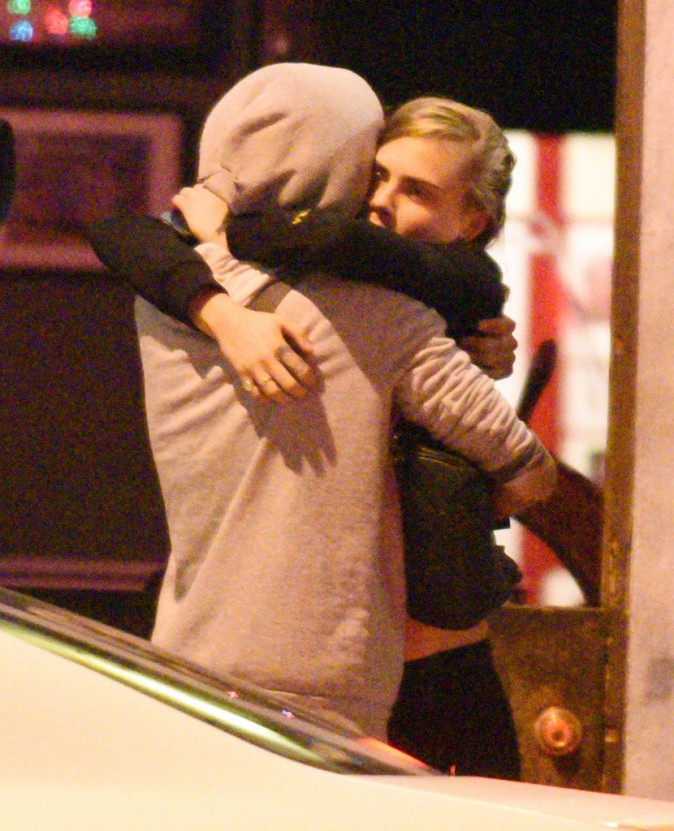 Photos : Cara Delevingne : après le décès de sa grand-mère, elle trouve du réconfort auprès de Kendall Jenner !