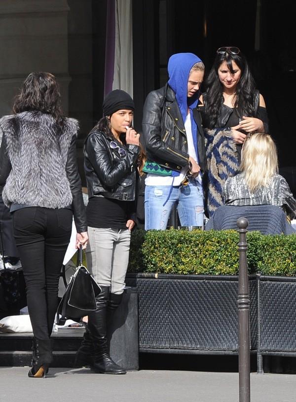 Photos : Cara Delevingne et Michelle Rodriguez roucoulent à Paris !