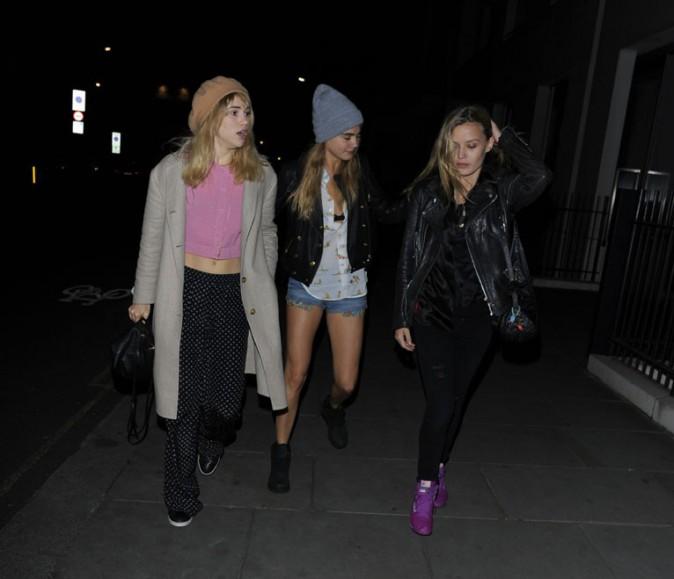Cara Delevingne avec Suki Waterhouse et Georgie May Jagger à Londres le 26 avril 2014
