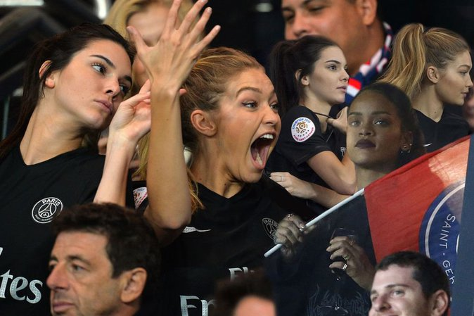 Gigi Hadid en plein mathc de football, on n'entend qu'elle !