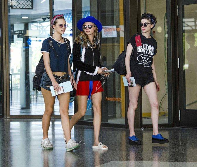 Photos : Cara Delevingne, Suki Watherhouse et St.Vincent : trois drôles de dames en vacances