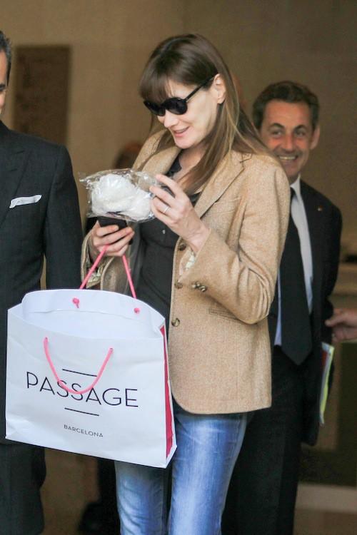 Photos : Carla Bruni et Nicolas Sarkozy : virée shopping en Espagne !