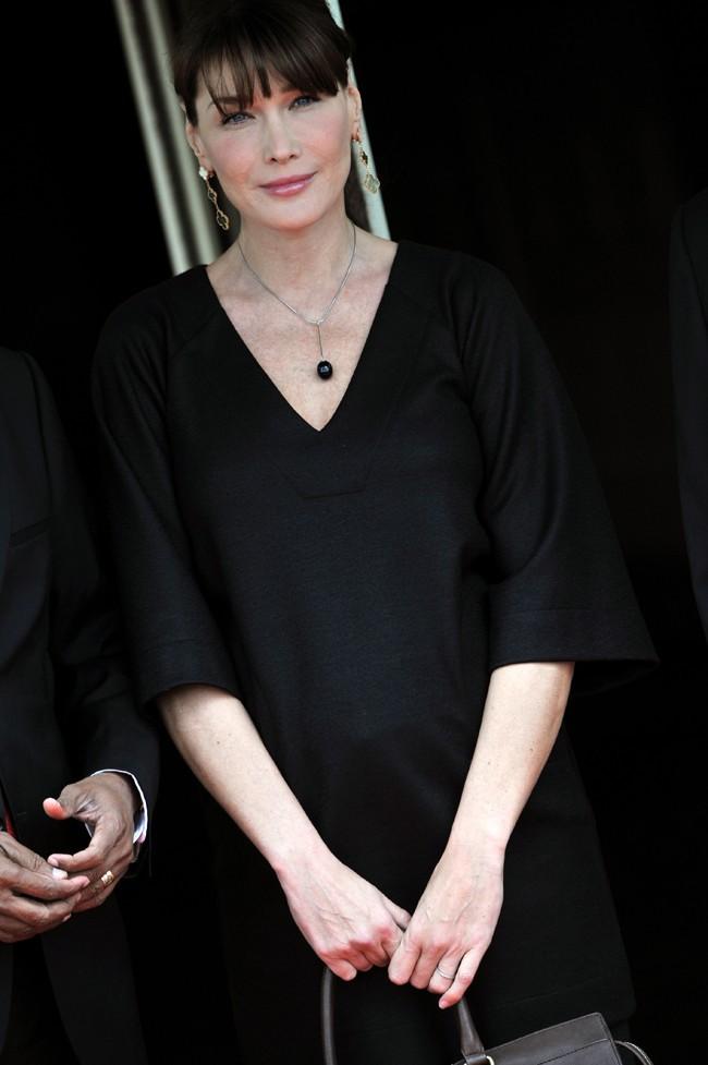 Au cours de sa grossesse, Carla Bruni a enchaîné les tenues élégantes !