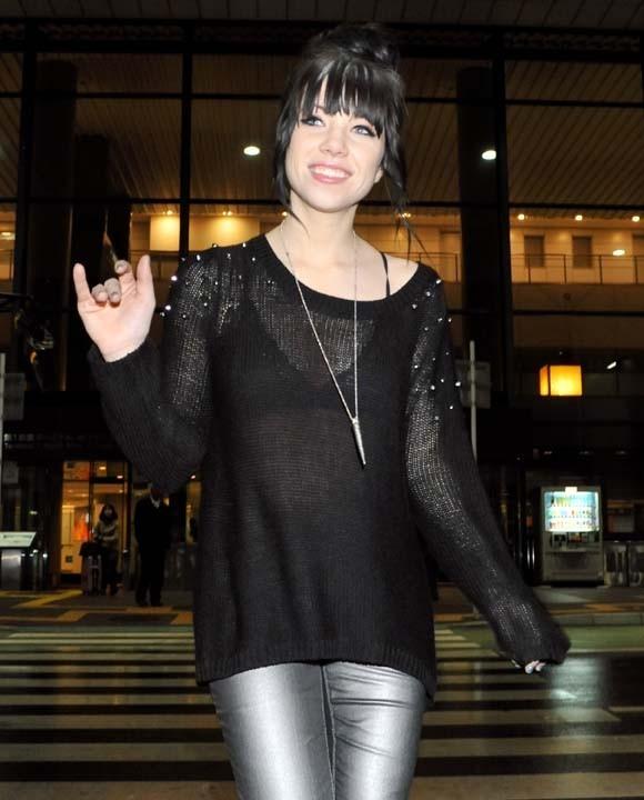 Carly Rae Jepsen à son arrivée à l'aéroport de Narita au Japon le 6 novembre 2012